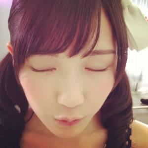 まゆゆのキス顔